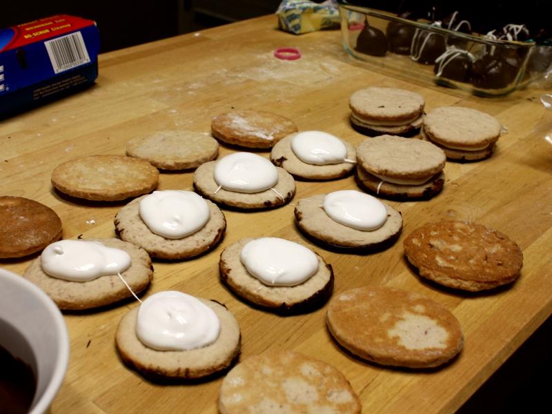 Moon pie making